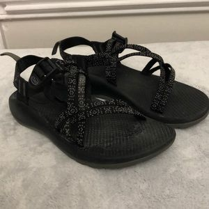 Youth girls black Chaco strappy sandals
